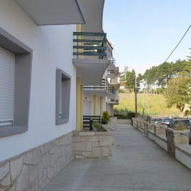 Exterior do prédio, acesso privado frontal