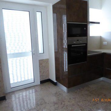 Cozinha e acesso à varanda